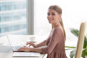 Klasyczne laptopy znanej firmy to chętnie wybierany sprzęt komputerowy
